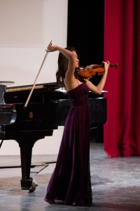 2012 Young Artists Competition Winner Lillian Lee (Hotchkiss School '13) finishes her performance of the Sibelius Violin Concerto.